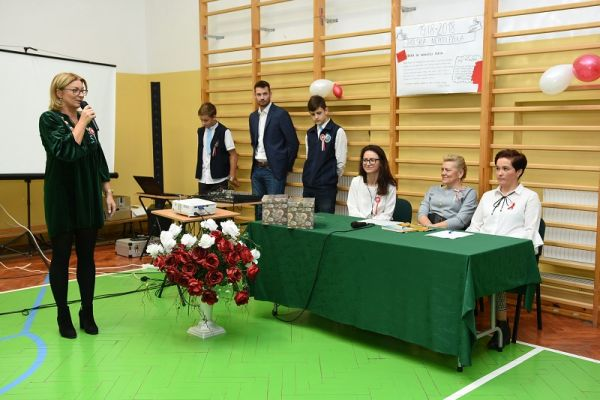 Kornelówka świętuje Niepodległość - dyrekscja szkoły