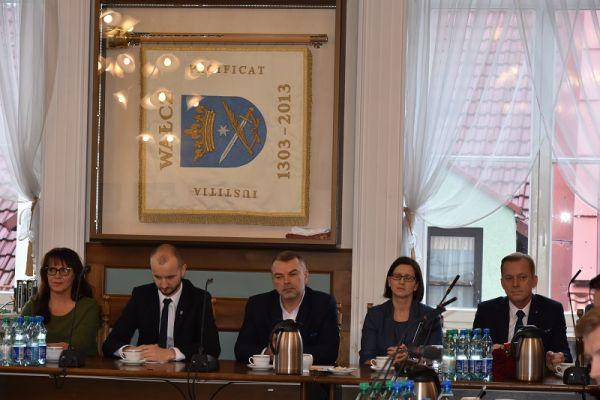 burmistrz, Rafał Fischer-skarbnik, Kabs-Małecka-sekretarz, Suski-poseł na Sejm RP