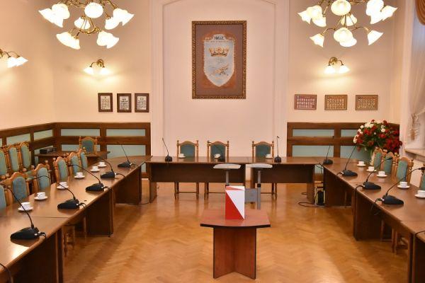 Sala Sesyjna w Urzędzie Miasta - przygotowana na Sesję inauguracyjną