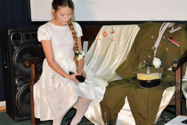 patriotyczna wieczornica, występy dzieci i młodzieży SP 5