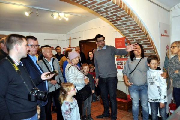 Prelekcja dotycząca wernisażu Kajko i Kokosz przez gościa wałeckiego muzeum Pawła Pogodzińskiego