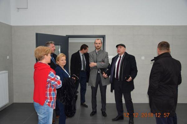 na zdjęciu widoczni Jolanta Wegner, Maciej Żebrowski-burmistrz miasta i Bogdan Wankiewicz-starosta