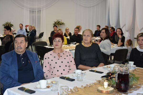 II Gala Ekonomii Społecznej w Wałczu, przy stołach siedzą zaporszeni goście, m.in. Jadwiga Grzonkowska