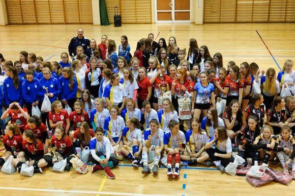 I Ogólnopolski Turniej Piłki Siatkowej Młodziczek o puchar Małgorzaty Glinki zorganizowany przez UKS Volley Wałcz - zbiorówka