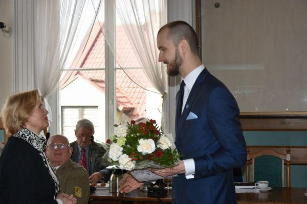 Na zdjęciu Urszula Madejska- prezes zarządu Zachodniopomorskiego Zarządu Wojewódzkiego Zwiazku Kombatantów RP i BW oraz Maciej Żebrowski - burmistrz miasta Wałcz