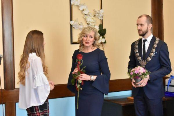 Na zdjęciu od lewej Aleksandra Andrukajtis, Ewa Spychalska Kierownik USC oraz Maciej Żebrowski - Burmistrz Miasta Wałcz
