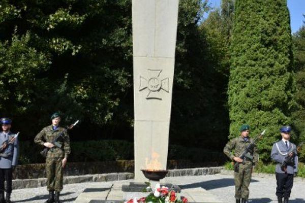 pomnik żołnierzy poległych
