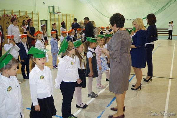 Pasowanie na ucznia w Szkole Podstawowej nr 2 w Wałczu; Okolicznościowe torty dla klas 1 i klasy 7
