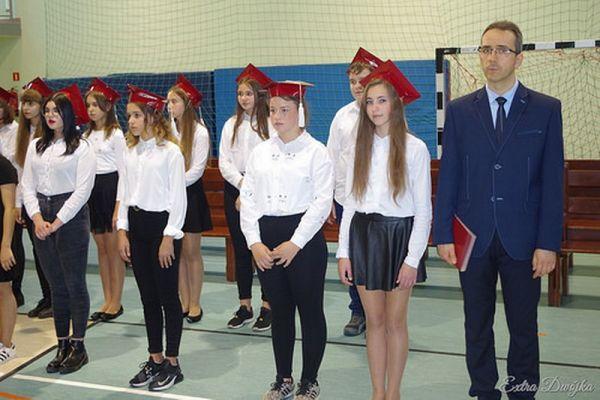 Pasowanie na ucznia w Szkole Podstawowej nr 2 w Wałczu; Ślubowanie klas 7